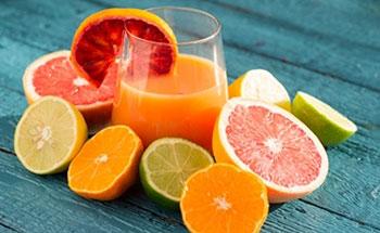 Almorzar con jugos y bebidas
